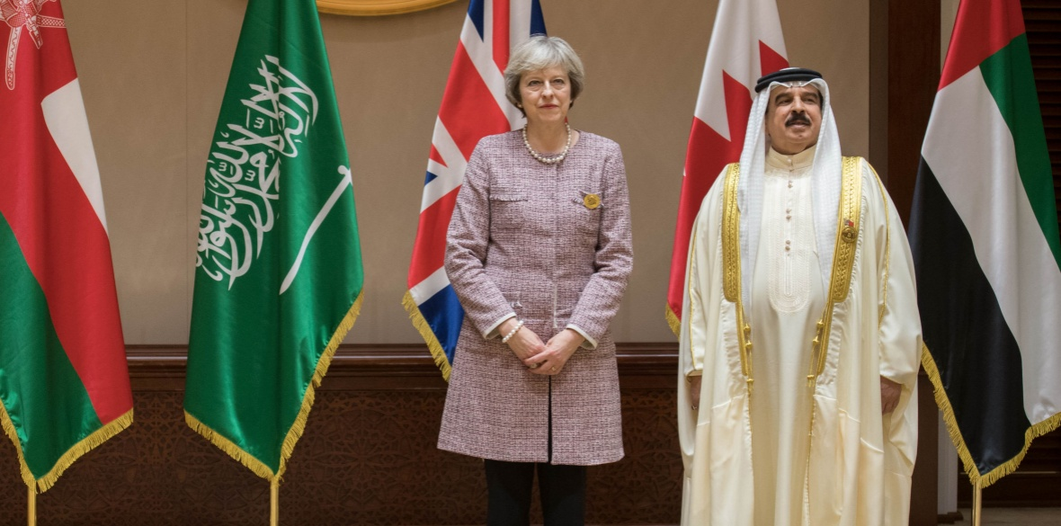 British Conservative prime minister Theresa May poses with Bahrain's tyrannical king Hamad Bin Isa Khalifa