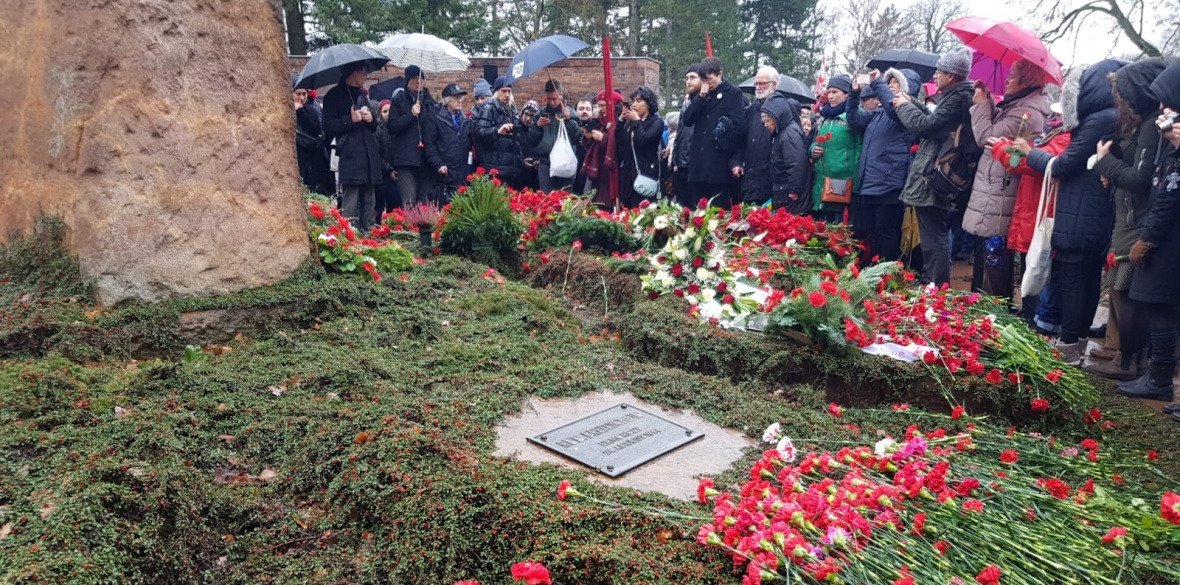 Flowers at 2019 Berlin Luxemburg-Liebknecht commemoration