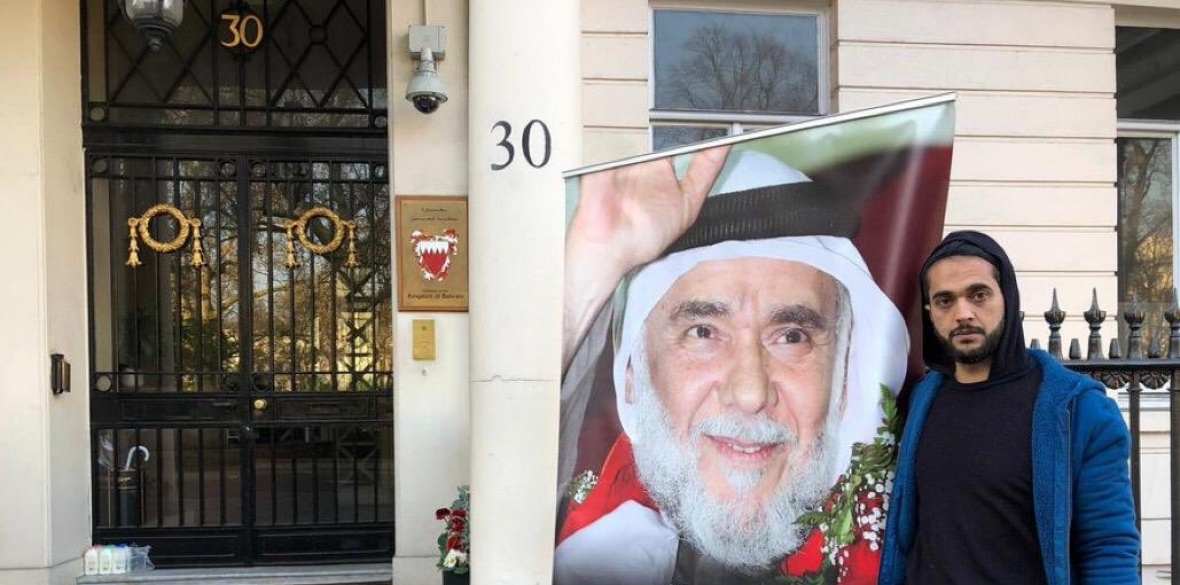 Bahraini Ali Mushaima protesting at London embassy