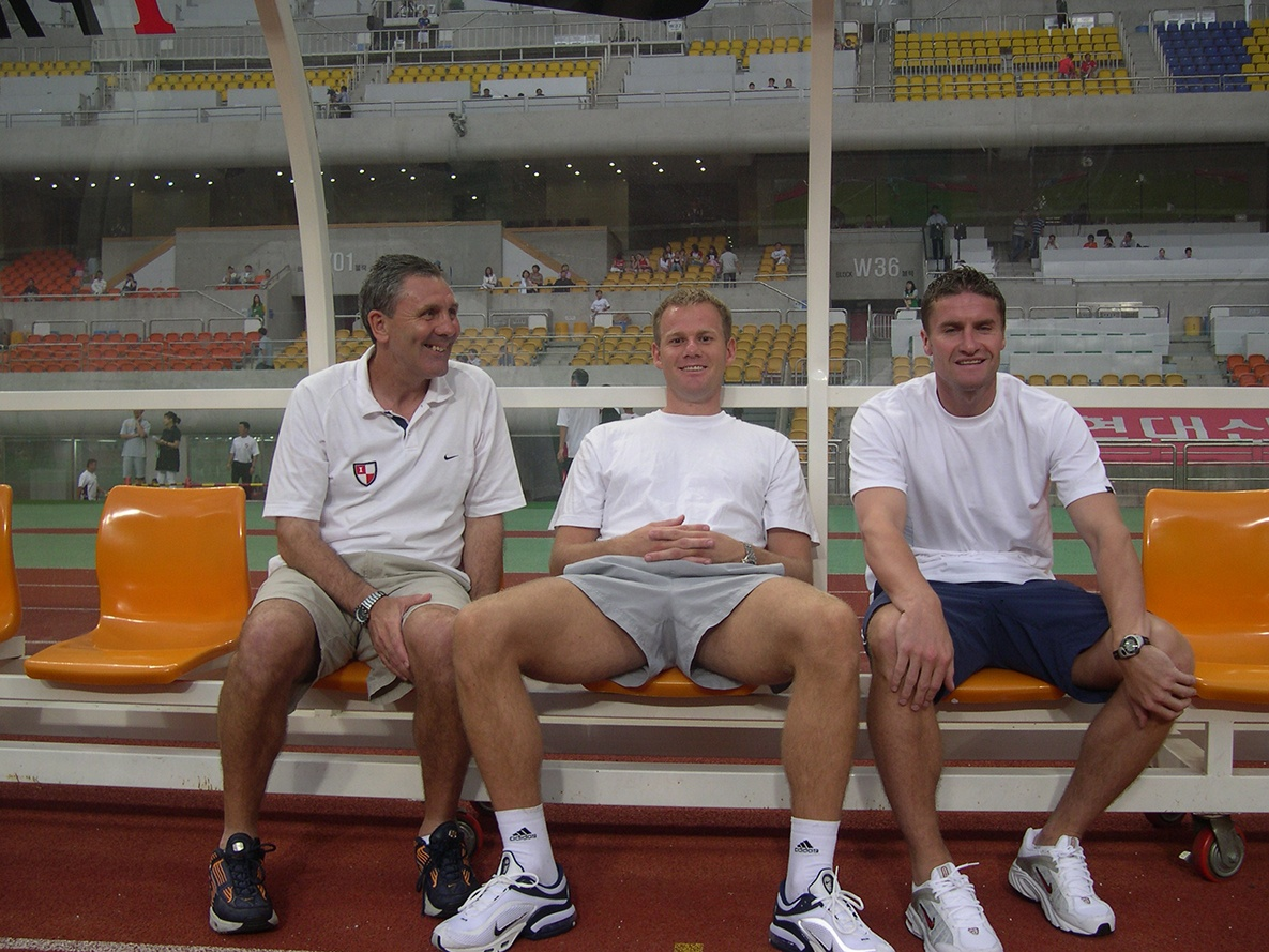 Ian Porterfield (left) sitting on the bench in Busan IPark's stadium
