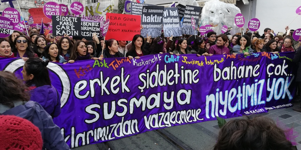 The women marching in Istanbul, Turkey. Photo by Ezgi Görgü