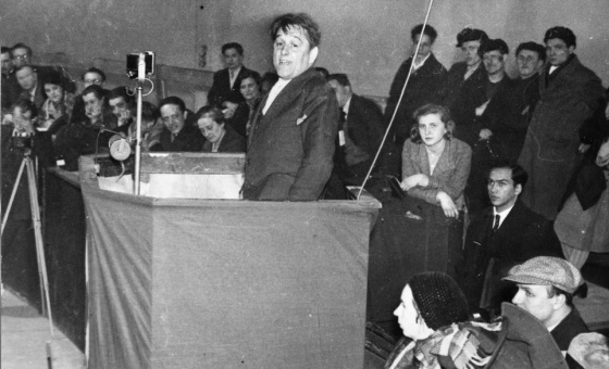 Willi Münzenberg  addressing a meeting (place and date unknown)